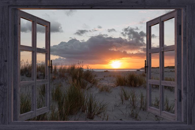 Leinwandbild - Fensterblick auf leuchtende Düne
