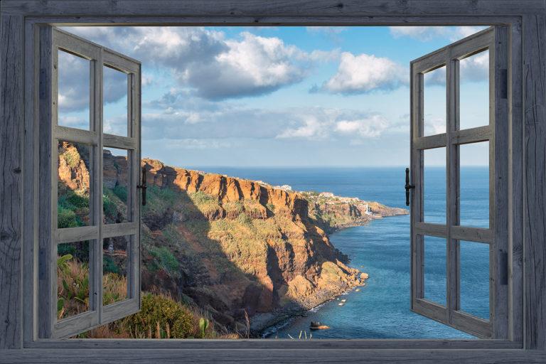 Leinwandbild - Fensterblick zur Steilküste auf Madeira